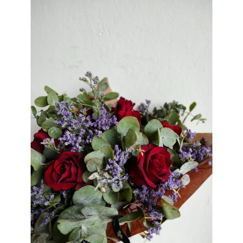 Media docena de rosas rojas...